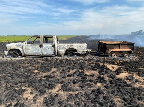 Se incendiaron una pick up y un carro con colmenas